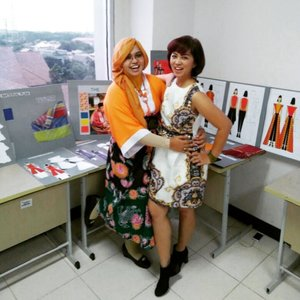 "Friday, July 28th, 2017--- 👗👛👜👠 With Bu Liesna my partner at "" Sejarah Mode Dunia "" class. We look so #pretty , right? 😎 - - - 👡👒 Suasana ujian kelayakan produk TA #DesainMode #PoliMedia . Salah satu mahasiswi terinspirasi oleh bangunan bergaya #artdeco 😍 Para dosen DM juga bergaya modis as always haha 😎❤ - - - - - - #clozetteid  #fashion #style #hootd #batik #batikhanbok #stylecovered #modestwear #modestfashion #moodboard"