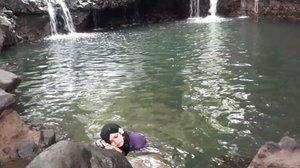 LATEPOST: May 3rd, 2017 🌊🌊🌊 Tahu cerita #DewiNawangWulan dan #JokoTarub kan? Itu loh... yg selendangnya dicolong waktu dia mandi sehingga gak bisa pulang ke #kahyangan hihihi... Nah, waktu melihat #BlueLagoonJogja ini dulu... ingetnya langsung ke cerita itu dan niat banget pengen berendem di sana pagi2 saat area lagoon masih sepi banget. Kebetulan deket rumah cuma 5 mnt sampe hihi. HTM 5K. Buka jam 7 pagi sampe jam 17 klo ga salah hihi. Kolamnya berwarna biru tp airnya jernih. Ada ikan2 kecil yg bakal gigitin kaki kita juga klo kita diem di tempat hoho. Asiklah!... yuk ke #Kaliurang ! Rasanya tentrem ayem buat detox pikiran yg negatif. #BacktotheNature 😉 PS: thank you Mafel udah nemenin Bubu 😘 - - #clozetteid #hijabtraveler #BlueLagoonJogja #BlueLagoon #VisitJogja #traveler #traveling #Jogjatrip #ootdmodest #swimming #NawangWulan #modestfashion #Javanese