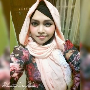 🌹💖🎀 #GoDiscover #ClozetteID #HijabFestive 🎀💖🌹 This is my  #hoodiestyle , #scarf by @elizabethwahyuaccessories. The gift from @moltoIndonesia. #Eid2015 1436 H. #PeachBlossom