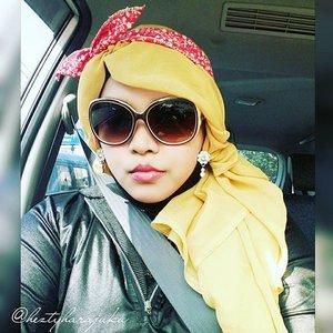 👠🚘👝 14/11/2015 #heztyharajuku #ootd #cotw #happyselfie #clozetteid #fashion #style #retrolook #grease 👝🚘👠 #modestfashion #coveredstyle #stylishtraveler #scarf #headscarf #scarfstyle #stylish #modesty #fashiongrammer #amekaji #gyarustyle #1950s #instafashion