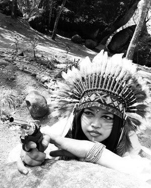 "LATEPOST (Edisi #KangenJogja) Wed, August 16th, 2017--- ""Angkat tangan, Bang! Klo kelamaan ga nembak2, biar aq yg tembak duluan!"" 😂😂😂 - -  Theme : #Apache #Warrior #Princess  #Photographer : @dewirahmawati29 Location :#SeribuBatu #Songgolangit #Imogiri #PineForest #Yogyakarta Model: #HestiHarajuku - - - - - - #clozetteid  #modestwear #hijabtraveler #hootd #Indian #Yogyatrip #VisitYogya"