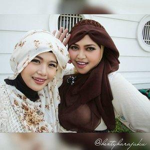 👒👜👠 Sept 12th, 2015 ---- #Shopping & #Jakarta #KotaTua #trip with my #sister @mineko_shirota . #Ojousama / #Princess in #vintagefashion kinda day!... hehe 😉 🌼🌹🌼 ... being #TimeTraveler #sisters again haha! 😄 anyways, the #headpieces are our #handmadeaccessories. Kawaii... desune ! 😉 🌹👒👜 #MuslimahTraveler #MuslimLolita #modestfashion #coveredstyle #headscarf #scarf #kawaiistyle #fashion #style #ootd #ClozetteID @clozetteid #FoodTravelerMinekoHezty #stylishtraveler #instatravel #instafashion #JakartaStreetStyle #Dollykei #hijabstyle