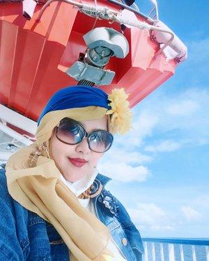 LATEPOST: Between the #bluesky and the #bluesea ... MashaaAllah ! -----#ocean#clozetteid #nhkkawaii #ferry#mytripmyadventure