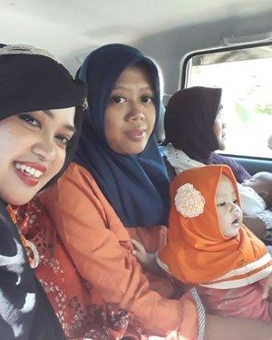 Sun, June 18th, 2017--- 🕌🕋🌟🌙 Sekarang kalau jalan2 sudah harus bawa 2 mobil sama mobilnya Uli, karena sudah bawa 2 bayi yg pake stroller hehe... Dulu kami mudik ke rumah Kakek Nenek di Cirebon, sekarang rumah Papa Mamalah yg jd tempat mudik anak dan mantunya ... Time flies... and feel #grateful more... #HappyRamadhan from Cholid A.R #Family ! Formasi lengkap dengan 2 cucu tahun ini alhamdulillah!... Semoga tahun depan nambah member lagi hihihi... amiin yra! - - - - - #clozetteid #Happyweekend #happyfamily #love #hootd #MudikLebaran2017