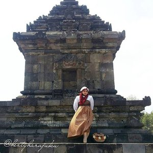 """August 27th, 2015 ---- #MuslimahTraveler Day 2 : Exploring #Yogya --- #CandiBarong . Photo credit to my sister @dewirahmawati29 😉👜👠🚘... Feels like a #timetraveler #princess ! So...excited! My #OOTD is """"#MuslimLolita Princess""""  with #BatikLawasan and #headscarf. Anyways my #strawbag is made in #Yogyakarta, I bought it 2 years ago at Bringharjo hoho 😉 Fashion design by myself . 🚘👠👜 #modestfashion #coveredstyle #scarf #lolitastyle #traveling #trip #journey #ClozetteID #vintagestyle  #Indonesia #indonesianheritage #instatravel #instafashion #batikindonesia #visityogyakarta #stylishtraveler #travelgrammer #Fashion #style"""