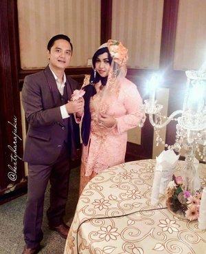 LATEPOST: March 27th, 2016--- #Peach #glamour dress at #Wedding reception of our youngest baby bro Uli and the #beautifulbride Rara.  Aa was being invited as the guest of our family (still as the guest this year lolz) 💖👰💜 @clozetteid #ClozetteID #betawi #kebaya #encim #headpiece #vintagefashion #modestfashion #modestwear #coveredstyle #headscarf #scarf #elegant #muslimwedding #instafashion #instamoment #fashiongram #makeup #hijabfestive
