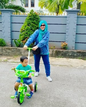 Tue, Dec 15th, 2020----💚💙💚🚲 Sebelum mulai ngoreksi UAS lagi, yuuk Momi temani Mas Nabil main #sepeda ijonya hihihi... Our #Momandson #ootd is #tosca mix #denim 💚💙💚 #sportycasual gitulah haha 😂 #happymorning☀️ !!.... ----#nhkkawaii #kawaiimomandbaby #clozetteid #twinstyle#Meandminime#parentinglife#singleparentstory #toddlerslife