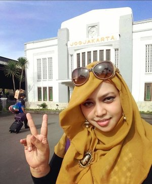 Sun, October 30th, 2016 --- Until we meet again, #Yogyakarta ! Here we are now at #StasiunTugu #Jogja . Bring a lot of #sweetmemories with my bro, sis in law , my lil angel and Arnold the cat hihihi 💕❤ 🚈 #trainstation #clozetteID #hootd #hijabstyle #sunglasses #modestfashion #modestwear #stylecovered #hijabtraveler #traveling #headscarf #scarf