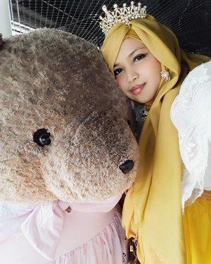 "LATEPOST: Wed, August 16th, 2017--- 🍛🍜🎂🍰 ""I LOOOVE #TEDDYBEAR ! "" 😍😍😍 - - Dari Imogiri langsung cuz #lunch/ #FamilyGathering at #RoasterandBear #HotelHarper @harperjogja #Yogyakarta !... 🎂🍰🎂 - - - Theme : #Royal #BirthdayParty  #Photographer : @dewirahmawati29 Location : #Resto @roasterandbear Hotel Harper - #Yogya Model: #HestiHarajuku  Camera: #SamsungJ7Prime - - - - - - - #clozetteid  #modestwear #hijabtraveler #hootd #foodtraveler #Yogyatrip #VisitYogya #TeddyBear #Bear"