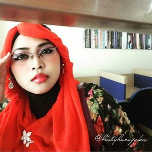 August 5th, 2015 ----💋👠🌷 #GoDiscover #ClozetteID #TheTouchofRed @simpati @clozetteid 🌷👠💋 #HijabChallenge #modestfashion #coveredstyle #scarf #headscarf #hijabstyle #HijabIndonesia #OOTD #fashion #style #hijabi #flowerpattern #vintagestyle #vintagefashion 💋👠🌷The first day back to campus after Eid's holiday, and I choose #Red , the color of #fightingspirit 😉