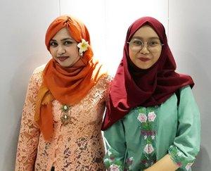 Friday, April 21st 2017--- Selamat #HariKartini2017 ! Kami #KartiniMuda #PoliMedia siap bikin #IndustriKreatif #Indonesia lebih maju dan berkembang! 😘 . Dosen dan mahasiswi kompak keceh seirama kaaan??... 😂😂😂 --- --- --- --- @clozetteid #clozetteid #hootd #modestfashion #stylecovered #Kebaya #kebayahijab #ootdmodest #fashion #style #campuslife #lecturer #dosen #mahasiswi