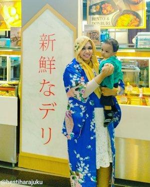 "Wed, Feb 5th, 2020 ---🥢🌸🤱🍜🍣🍙🍱🍘 Lagi ajak Ar (10 m.o) ke ""#Jepun "" hehe sekalian ketemu Onti @andrinidia yang baru pulang dari Thailand ulalaa~ Arigatou ne, Onti ! Asik dapet Omiyage hehe... Kapan2 main ke rumah lagi ya, Onti... Terakhir kali Onti datang kan pas baby showernya Ar haha nujuhbulanan ultah Mami dan alhamdulillah sudah ketemu sama Baby Ar hari ini yaa... Ah sayang td video kita malah ga terekam hiks...-----#clozetteid#nhkkawaii#momandbabyootd#JapaneseFashion#JapaneseLook#kawaiistyle#Kimono#ModestFashion #modestwear #Shigeru"
