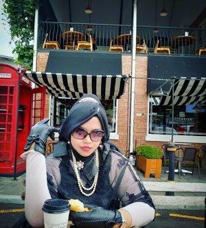 LATEPOST 🇬🇧 🥐☕♥️#Foodtravelling at @cafebrickjogja #cafebrick .#Jogjakarta feels like at #BreakfastatTiffanis #oldmovie starring my #fashionidol #AudreyHepburn ♥️☕🥐 #Coffeecup and #Croissant were my team haha. Thanks to my sis @dewirahmawati29 as my personal #photografer and #temancurhat forever haha!#JogjaituLucu ----#nhkkawaii #clozetteid#modestwear #ModestFashion #Classicinblack#audreyhepburncosplay #hijabcosplay