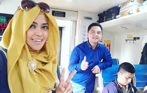 Wed, June 13th, 2018 ---🚞🚄🚅🚆🚇🚉🚈 #MudikLebaran to #Bandung with hubby @erdin.saef , at #KAArgoParahyanganPremium from  #GambirRailwayStation 🚈🚉🚇🚆🚅🚄🚞 1st time mudik after married nih hihihi... degdegan 😂😍🤣 ---- ---- ---- #clozetteid #nhkkawaii  #modestfashion #train #traveling #couple #Lebaran2018 #IdulFitri1439H