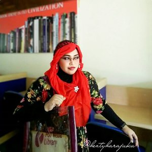 August 5th, 2015 ----💋👠🌷 #GoDiscover #ClozetteID #TheTouchofRed @simpati @clozetteid 🌷👠💋 #HijabChallenge #modestfashion #coveredstyle #scarf #headscarf #hijabstyle #HijabIndonesia #OOTD #fashion #style #hijabi #flowerpattern #vintagestyle #vintagefashion #fashionista #modesty #stylish 💋👠🌷The first day back to campus after Eid's holiday, and I choose #Red , the color of #fightingspirit #passionate #active #power ... 😉 so... Do you like RED?... 😘 #instabeauty #instafashion