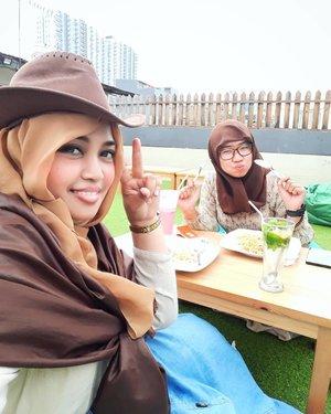 Thu, April 6th, 2017 --- #Countrygirl yiiiha!!... with @meilina_kurniawati at #rooftop @WarungOppa #WarungOppa #Margonda #Depok --- --- #clozetteid @clozetteid #countrystyle #fashion #style #modestfashion #modestwear #cowgirl #headscarf  #stylecovered