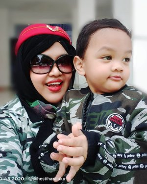Thu, Dec 17th, 2020----💚🦸💚 Siaap, #Komandan!!! #PetualanganArtanabil hari ini... #beingasoldier , an #army just like his Opa @cholid_ar Kolonel (Purn) CKM Cholid A.R. 💚💚💚 #twinstyle #Momandson #ootd . Mommy juga #Armylook ! Udah kayak #Middleeast #SoldierLady jagain anak Sultan 😂😂😂 -----#nhkkawaii #clozetteid#ArmyFamily#modestfashion#modestwear