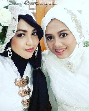 March 27th, 2016--- Being Rosalinda with my #sisterinlaw @dewirahmawati29 at the akad of #Wedding of my youngest baby bro Uli and the #beautifulbride Rara. 💖👰💜 @clozetteid #ClozetteID #betawi #kebaya #whiterose #headpiece #vintagefashion #modestfashion #modestwear #coveredstyle #headscarf #scarf #elegant #muslimwedding #instafashion #instamoment #fashiongram #makeup #hijabfestive