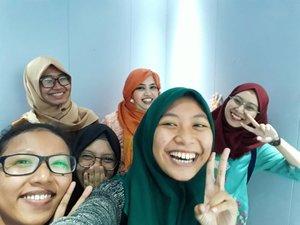 "Friday, April 21st 2017--- Selamat #HariKartini2017 ! Kami #KartiniMuda #PoliMedia siap bikin #IndustriKreatif #Indonesia lebih maju dan berkembang! 😘 Meet #HestiSensei #PublishingSquad yg tiap tahun rajin berkebaya di #HariKartini hihihi... keceh kaaan? 😎 --- Lucu banget tadi, pas di depan lift, tahu2 ngedenger suara dari belakang saya : ""Kayaknya seharian ini gw belum lihat Sensei..."" @meilina_kurniawati dan saya spontan berbalik dan bilang : ""Ini Sensei""... 😂😂😂 Lalu kami foto2 bareng di lift sampe di luar lift lt 1. --- @clozetteid #clozetteid #hootd #modestfashion #stylecovered #Kebaya #kebayahijab #ootdmodest #fashion #style #campuslife #lecturer #dosen #mahasiswi"