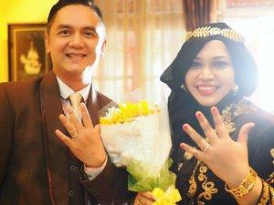 Saturday, August 26th, 2017--- #TheProposal / #Engagement of Hesti & Erlan 💗💍🎎 - Hasil karya cinta mahasiswi #Fotografi #PoliMedia yg baru saja lulus, my beloved student : @nadiastuff_ & @inkamarshanda Asli bikin #PrincessSensei #baper bingit... terharu... 😍😘💗 thank you, Girls. That's so lovely - - - - - - - - #clozetteid  #hootd #Bridediary  #EngagementVideo #bridestory #kebayaJogja #kebayabeludru #modestkebaya #kebayahijab