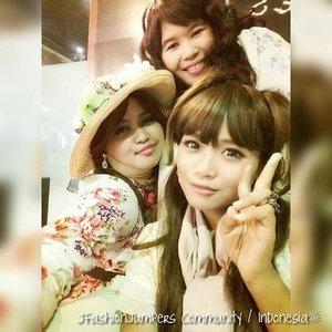 🎀🌹🎀 #FLASHBACKFRIDAY :  #JFashionJumpers #comunity #Jakarta #Indonesia #jakartastreetstyle #OOTD #hotd #classicbeauties #sisters 🎀🌹🎀 With my #kawaii sisters @mineko_shirota &  @eikoshinrai ... we looked fab in #vintagestyle and #shabbychic ! 😉🌹🎀🌹 #ClozetteID  #fashion #style #romagyaru #romanticgyaru #modestfashion #coveredstyle #modesty #stylish #scarf 💜💜💜    #instafashion #instabeauty #mybeautystoryid