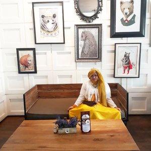 "Wed, August 16th, 2017--- 🍛🍜🎂🍰 ""Namu di purinya para #beruang unyuuh, yuuk!"" 🐻🐾🏤😍 - - Dari Imogiri langsung cuz #lunch/ #FamilyGathering at #RoasterandBear #HotelHarper @harperjogja #Yogyakarta !... 🎂🍰🎂 - - - Theme : #Royal #BirthdayParty  #Photographer : @dewirahmawati29 Location : #Resto @roasterandbear Hotel Harper - #Yogya Model: #HestiHarajuku  Camera: #SamsungJ7Prime - - - - - - - #clozetteid  #modestwear #hijabtraveler #hootd #foodtraveler #Yogyatrip #VisitYogya #TeddyBear #Bear"