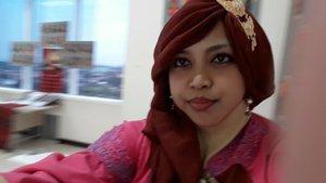 Thu, August 24th, 2017---Alhamdulillah... sidang TA 2017 #ProdiDesainMode #PoliMedia akhirnya selesai jugaah.. yuuk Sensei ajak lihat displaynya yg keyen2... 😍😍 - - - - - - - #clozetteid #hootd #modestfashion #kebaya #batikskirt #headscarf