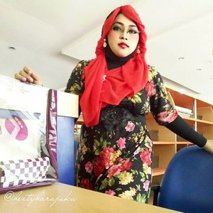 August 5th, 2015 ----💋👠🌷 #GoDiscover #ClozetteID #TheTouchofRed 🌷👠💋 #HijabChallenge #modestfashion #coveredstyle #scarf #headscarf #hijabstyle #HijabIndonesia #OOTD #fashion #style #hijabi #flowerpattern #vintagestyle #vintagefashion 💋👠🌷