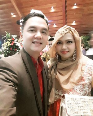 Sunday, December 18th, 2016 ---- #ootd at Mbak Fajar' s #WeddingParty . #HappyWedding from us to Mbak Fajar and #hubby 💕💐💍 our theme: #RedHot #Chilly #Couple 👠💕👰 #clozetteID @clozetteid #hijabfestive #glamour #couplestyle #golden #middleeaststyle #turkishprincess #fashion #style #modestfashion #modestwear #stylecovered