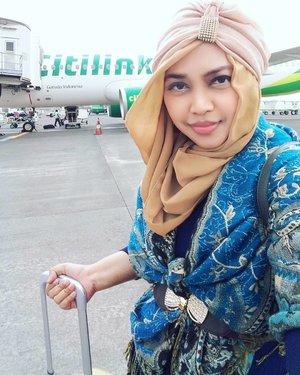 Sat, Dec 3rd, 2016--- Day 1 at #Surabaya #solotrip #hijabtraveler #princess with #citylink @citylink . Enjoy my #safeflight 😉✈😎 @clozetteid #clozetteID #turban #hootd #modestwear #modestfashion #stylecovered #fashion #style #traveling #SurabayaTrip #pashmina #headscarf #jetplane #JuandaInternationalAirport #fashionvlogger #fashiongrammer