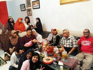 Sat, June 24th, 2017 --- #EidMubarak 2017 ! From Cholid A.R #Family with my Mom's #bigfamily. Bubu being #Queen #Cleopatra #Leopard hihihi... - - - - - - #clozetteid #modestfashion #modestwear #stylecovered #muslimfamily #Lebaran2017 #Eidlook