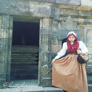 """August 27th, 2015 ---- #MuslimahTraveler Day 2 : Exploring #Yogya #Candi ( #CandiSambisari and #CandiBarong ) 😉👜👠🚘... Feels like a #timetraveler #princess ! So...excited! My #OOTD is """"Muslim Lolita Princess""""  with #BatikLawasan and #headscarf. Anyways my #strawbag is made in #Yogyakarta, I bought it 2 years ago at Bringharjo hoho 😉 Fashion design by myself . 🚘👠👜 #modestfashion #coveredstyle #scarf  #lolitastyle #traveling #trip #journey #ClozetteID #vintagestyle  #Indonesia #instatravel #instafashion #batikindonesia #visityogyakarta #stylishtraveler #travelgrammer #Fashion #style"""