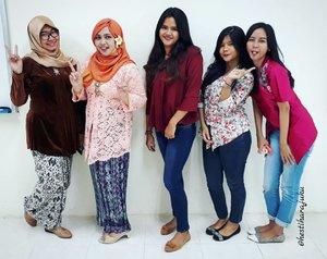 Friday, April 21st 2017--- Selamat #HariKartini2017 ! Kami #KartiniMuda #PoliMedia siap bikin #IndustriKreatif #Indonesia lebih maju dan berkembang! 😘 Meet #HestiSensei #PublishingSquad yg tiap tahun rajin berkebaya di #HariKartini hihihi... keceh kaaan? 😎 --- --- @clozetteid #clozetteid #hootd #modestfashion #stylecovered #Kebaya #kebayahijab #ootdmodest #fashion #style #campuslife #lecturer #dosen #mahasiswi