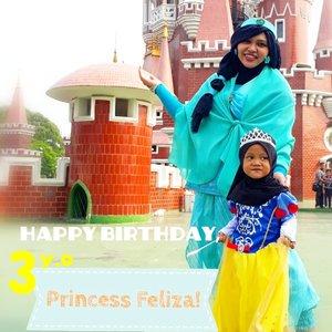Fri, August 9th, 2019 ---- 🍰🎂🍰 #HappyBirthday #Princess Feliza Aulia Shakira! Sudah 3 tahun yaa... Barakallahu Fi Umrik, Sayaang...🍰🎂🍰 tambah pinter, cantik, sehat, shalehah, dan... bahagia selalu seperti namamu! 😘💖Kadonya udah duluan ya, Fel hehe... supaya kita bisa pake foto bareng di TMII 😂 Nanti Bubu titip ke Eyang yaa... @dewirahmawati29----#nhkkawaii#kawaiimodesty#clozetteid#DisneyPrincess#ModestCostume#PrincessJasmine#PrincessSnowWhite