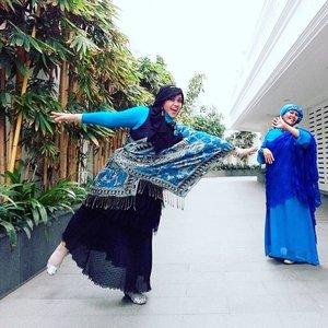 LATEPOST: Aug28th, 2016 ----👑💕🏰 This is Taj Mahal ala #Sunter #NorthJakarta , masih KWnya...belum yg asli di #India hihi. Namanya #MasjidRamlieMusofa. Masjid yang #multiculture banget karenan arsitekturnya mirip Taj Mahal tapi karena yang mendirikannya keluarga Mualaf Tionghoa Indonesia, di dinding2nya pun ada ayat al Quran yang ditulis dalam bahasa Arab dan terjemahannya dalam bahasa Indonesia juga #mandarin . 😉 👗💕🚃 #clozetteID @clozetteid #modestfashion #modestwear #momanddaughter #HOOTD #fashion #fashiongrammer #instafashion #coveredstyle #headscarf #bollywood