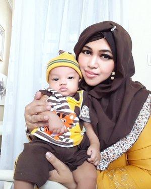 July 2019--- 🍮🍰🎂🍫🥞🍞 #Twinstyle part 2 #Kawaii #MotherandSon . Inspired by #Spikoe #LapisSurabaya #Cake 😂🤣 #Brown and #Yellow  hihihi... #sosweet 🍞🥞🍫🎂🍰🍮 #Yummylook 😂Hmm... kalau udah agak gedean belum tentu nih dia mau diajak #thematicdress bareng Maminye 😂😜 tetep mau ya, Naak... Mami deh yg ngikut selera kamu... baju superhero bareng juga ok hahaha 🤣----#nhkkawaii #clozetteid #ArtanabilRafisqyErlan#3monthsbaby#myson#mybabyboy#charmingbaby#hootd#babbyootd#modestfashion#modestwear
