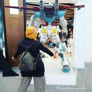 👠🚘👝 14/11/2015 --- #Gunpla #event #exhibition #AEONMallBSDCity @aeonmallbsdcity #funtrip #happyweekend with Bidukers sista 😉 #modestfashion #coveredstyle #ClozetteID #scarf #headscarf #scarfstyle #retrolook #retro #stylishtraveler #grease #1950s #leatherjacket #bandana #amekaji #stylish #modesty #instafashion #fashiongrammer #Autumn #fall #japanesemall #robot #gundam 👝🚘👠