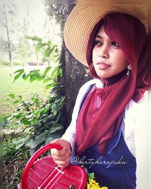 "LatePost----Sat, Jan 9th, 2016--- ""Feeling peaceful with the nature...."" #Himawari #Hime 🌻🌼🌻 @clozetteid #ClozetteID #fashion #style #modestfashion #coveredstyle #headscarf #scarf #strawhat #flowers #instafashion #fashiongram #fashiongrammer #hijabiandfab @hijabiandfab #modesty #stylish #stylishtraveler #morigyaru #modest #gyaru #kawaiistyle #garden #picnic #Bogor #botanicalgarden 🌻🌼🌻"