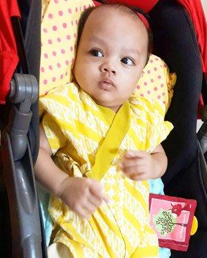 July 12th, 2019--- 🎵 Yang baju kuning jangan sampe lepaass... 🎶🤣 #ArtanabilRafisqyErlan (#3monthsbaby ) . #Friday with #BabyBatik 😂 . Biar kayak Papi ya, Nak... hahaha.---#clozetteid #babyootd#batikIndonesia #kimonoBatik#nhkkawaii#kawaiibatik#kawaiibaby