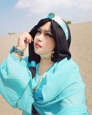 "April 27th, 2017 --- 👗👑👛 ""#PrincessJasmine on the #Desert ""  #Princess #Jasmine #outfit by #HestiHarajuku  Cari padang pasir nggak perlu ke #middleeast , di #Yogya juga ada! Hihihi... Namanya #GumukPasirBarchan . Keren kaan... 😎 --- --- --- #clozetteid #modestfashion #cosplay #modestcosplay #headscarf #stylecovered #inspiredbyDisney #DisneyPrincess #VisitYogya #Yogyakarta"