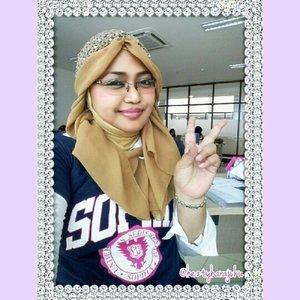 "Another #selfie for #LoveLZDPremium #lazadafashion #clozetteid 🌹🌹🌹""...Saya menyukai koleksi LZD Premium karena saya suka dengan konsepnya yang  #edgy dan #glamour ... 🌹🌹🌹 #photocontest #selfie #modestfashion #coveredstyle #headscarf #fashion #elegance #hotd #ootd #denim #instafashion #fashionoftheday"