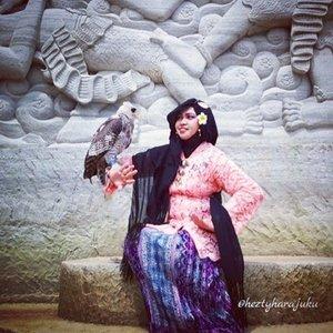 "December 2016 ---💕👑🚗 Being #Javanese #Queen at #TebingBreksi #Yogyakarta . ""Honestly, I was afraid of this #owl or any other #bird lolz . Afraid of its sharp beak 😆 but I pretended Sendy (the owl) was my bestfriend as I pretended myself was #thequeen of #Prambanan 😂😂😂 Photocredit: my sis in law @dewirahmawati29 . Camera: #SamsungJ5 👑👠💕 🚗👑💕 #clozetteID @clozetteid #hootd #ootdmodest #fashion #style #traditionalcostume #modestfashion #stylecovered #modestwear #PuteriKeraton #headscarf #fashionvlogger #hijabtraveler #fashiongrammer #JavaneseLady #kebayamodern  #VisitYogya #Yogyatrip"
