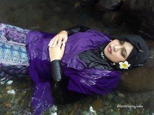 "May 3rd, 2017--- Theme: #Kawaii #momentomori #Photographer : @dewirahmawati29 #fashionstylist / #MUA #model : #HestiHarajuku - - Momento Mori atau ""mengingat kematian"" sempat jadi trend tema foto majalah di Jepang, dimana si model memakai outfit yg keceh tp bergaya seolah rest in peace (in kawaii way hihihi) Extrimnya bisa sampe nenggelemin wajah ke dlm air tp daku ga berani takut mati beneran 😂😂😂 - - #clozetteid #hijabtraveler #BlueLagoonJogja #BlueLagoon #VisitJogja #traveler #traveling #Jogjatrip #ootdmodest #swimming #NawangWulan #modestfashion #Javanese"