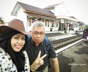 Sun, Jan 22nd, 2017 --- Ohayou! It's time to go home! Back to Jekardaah... Waiting for my #train ( #TegalBahari ) at #Losari #TrainStation #Cirebon #WestJava #Indonesia 🚈🚄🚅 #hijabtraveller #visitCirebon #VisitIndonesia #railway #Countrystyle #clozetteID #ootd #ootdmodest #modestwear #modestfashion #stylecovered