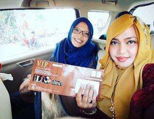 Fri, May 19th, 2017 --- 👢👠👞 Otw to #IndoLeatherandFootwear2017 with Bu #Kaprodi #DesainMode --Bu Pinki hihihi... ini pertama kali pergi bareng tapi tugas kedua setelah sebelumnya ke MUFFEST 2017 👞👠👢Ayo mampir ke booth kami yaa... dan lihat #fashionshow nyaa 😎 - - - #clozetteid #fashion #style #hootd #mode #modestfashion #modestwear #hijabi #JakartaFashion