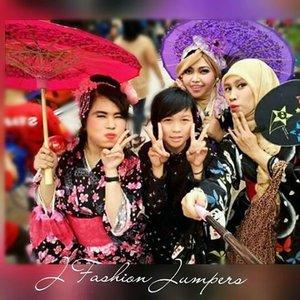 FLASHBACK: May 9th 2015--- #JFashionJumpers #fashioncommunity #Jakarta at #LittleTokyo #ennichisai2015 😂😂😄😉🌸🌸🌸 #wagasa #kimono #furisode #clozetteid #japanesetraditional #japaneseevent #festival #happymoments #fashion #style #kawaiistyle #japanindonesia #stylishtraveler #OOTD #gyaru #gaijingyaru #ギャル #modestfashion #coveredstyle #hijabstyle #headscarf
