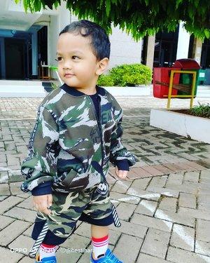 Thu, Dec 17th, 2020----💚🦸💚 #PetualanganArtanabil hari ini... #beingasoldier , an #army just like his Opa @cholid_ar Kolonel (Purn) CKM Cholid A.R. 💚💚💚 Semangat, #Komandan Artanabil!!! 😂😂😂 -----#nhkkawaii #clozetteid#Armylook#Toddler#19monthsold#parentinglife#myboy#mylilprince#myson