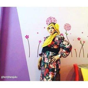 @zaloraid @clozette #Clozette #ClozetteID #HDILAsia #tryanotherlook🌹💜🌹 #flowerpattern #ootd #modestfashion #coveredstyle #scarf #headscarf #fashion #style #modesty #stylish #vintagefashion #vintagestyle #instafashion