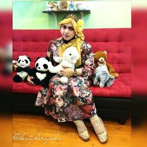 July 24th, 2015 -----🐼🍥🐼#FoodTravelerMinekoHezty ( Indonesian Stylish Food Traveler ) at #cafebingbing @cafe_bingbing 🎀🌸💖 #heztyharajuku 's #OOTD #hotd #fashion #style with #headscarf #clozetteid 💖🌸🎀 #twinstyle theme of the day is #sweet #kawaii #girlie #vintagefashion . Inspired by #dollykei #TokyoFashion 😉 🐼🍨🐼 #foodtraveler  #vlogger #dolls  #stylishtraveler #foodhunter #Depok  #Indonesia #modestfashion #coveredstyle #scarf #hijabstyle #shabbychic #instafashion #panda