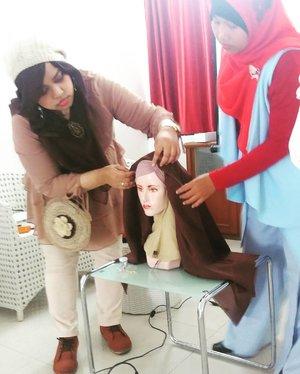 "Sat, Nov 12th, 2016--- #Kawaii #Hijab #tutorial live  At @rumah_asra "" #KawaiiHijab for #Traveler "" #workshop with me #heztyharajuku 👖👗👠 Otsukaresamadeshita!... terima kasih atas kerjasamanya Bu @pujagalana 👖👗👠💕 @clozetteid #clozetteID #hootd #morikei #kawaiihijab #kawaiifashion #ootd #stylishmodesty #fashiongrammer #fashionvlogger #hijabtraveler #hijabindonesia #hijabstylist"